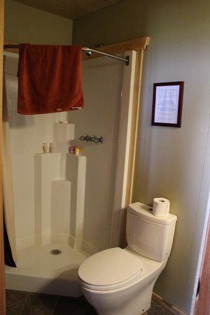Seal River Heritage Lodge: Bathroom