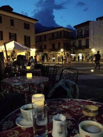Hotel Garni Corona: A late evening coffee at the Piazza