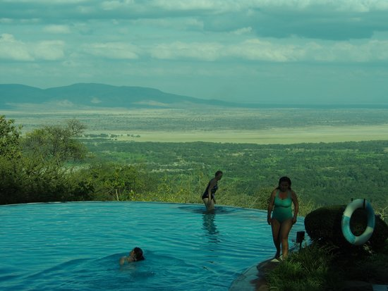 Lake Manyara Serena Lodge: The pool area looking over Lake Manyara