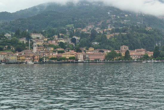Hotel Garni Corona: Approaching the town of Menaggio