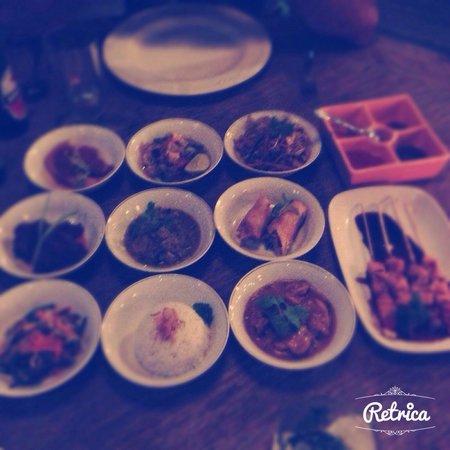 Charming: Rijsttafel ( 10 petits plats indonésiens )