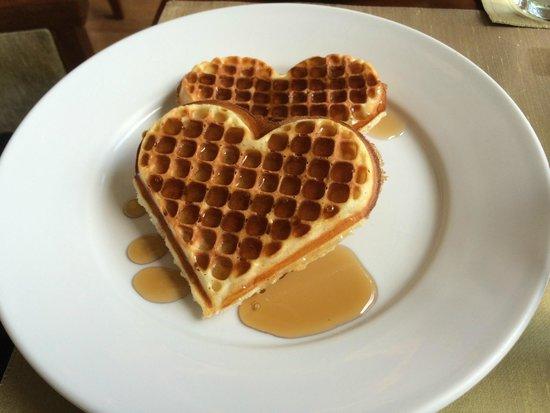 Taj Malabar Resort & Spa Cochin: waffles