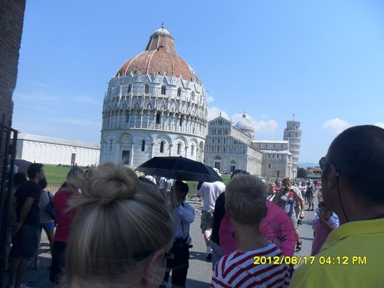 La tour de Pise (Campanile) : Duomo and Baptistery(background)