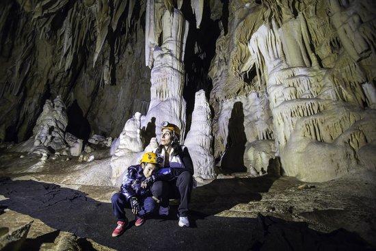 Grotte di Pietrasecca : colonna centrale con ali