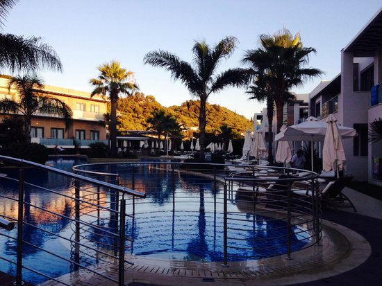 The Lesante Luxury Hotel & Spa : Pool at sunset