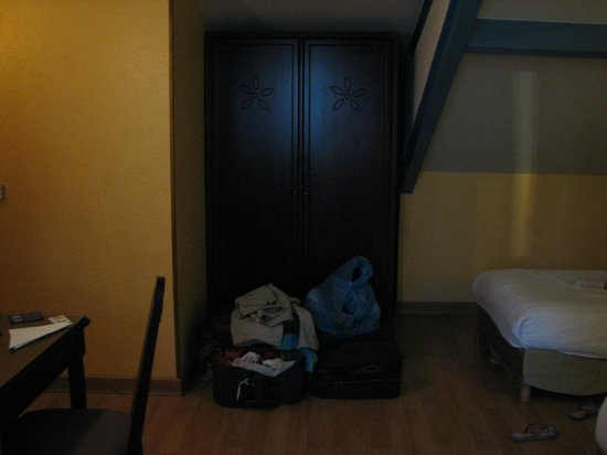 HOTEL ALEXANDRIE : ארון