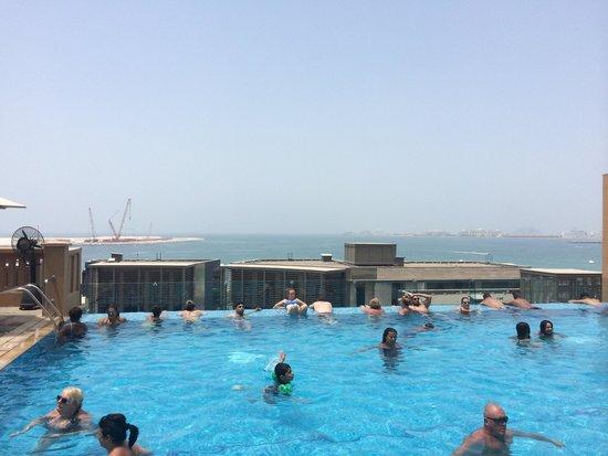 Sofitel Dubai Jumeirah Beach : The pool
