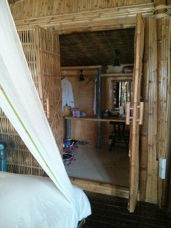 Koh Tao Bamboo Huts: Dressing