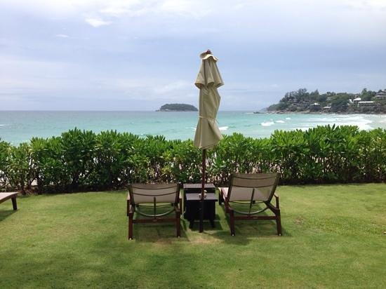 The Shore at Katathani: Seating close to the beach