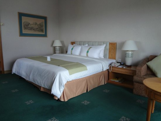 Riverside Majestic Hotel : the bed