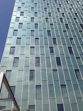 Meliã Barcelona Sky: hotel facade