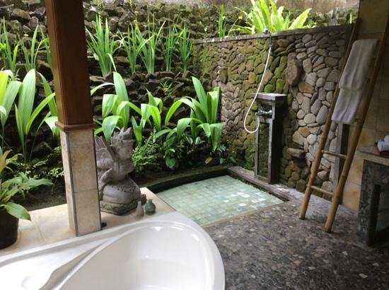 Nefatari Exclusive Villas : salle de bains douche et baignoire