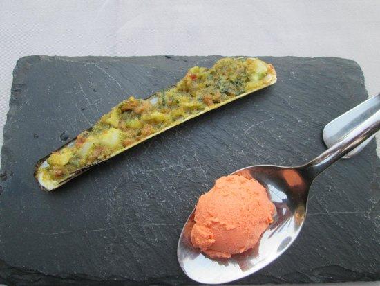 Hotel Cote Rivage: Amuse bouche: couteau farçi et sorbet de homard