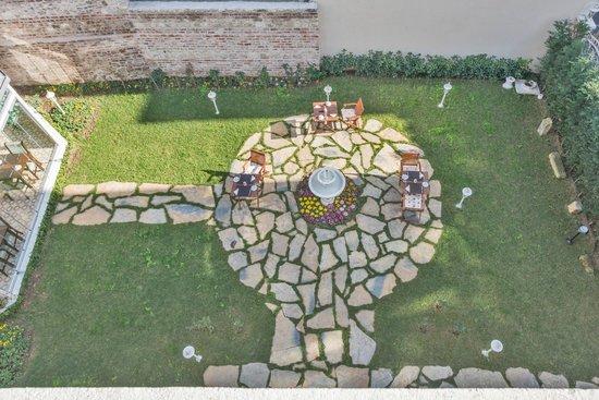 Enderun Hotel Istanbul: Garden