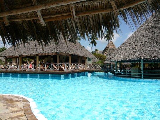 Neptune Pwani Beach Resort & Spa : Restaurant piscine