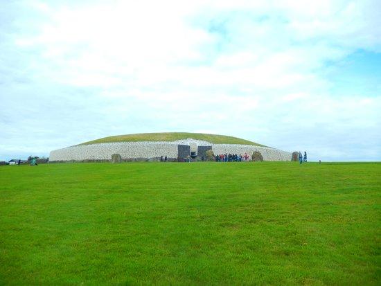 Gray Line Dublin: Newgrange Passage Tomb