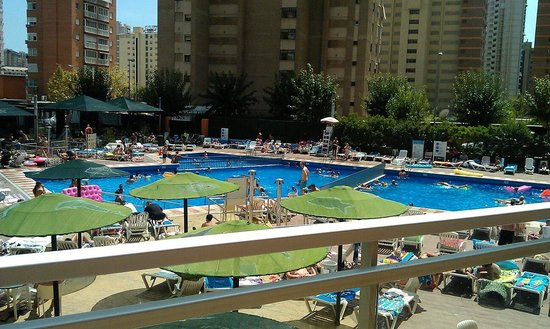 MedPlaya Hotel Rio Park: Hot day by the pool