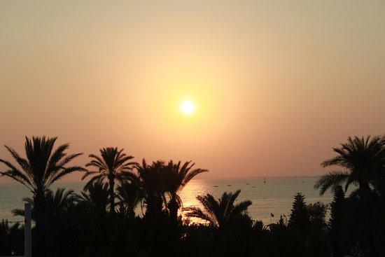 SENTIDO Perissia: Coucher de soleil, vu du 8ème étage