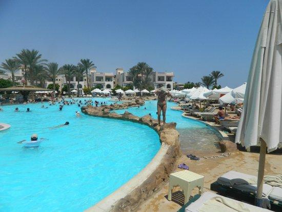 Rehana Royal Beach Resort & Spa: Бассейн
