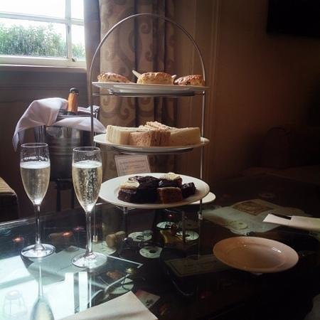 Low Wood Bay: Scrumptious Afternoon Tea!