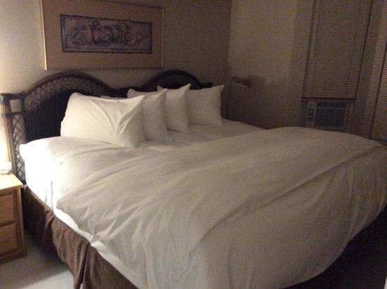 Times Square Suites Hotel : Comfy bed