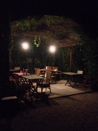 Les Passiflores: Dinner outside