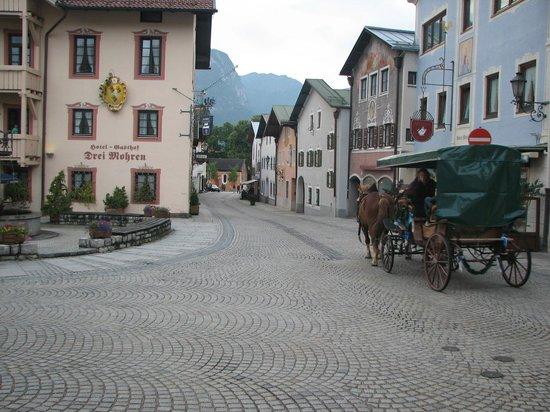 Hotel Gasthof Drei Mohren: מדרחוב לצד המלון