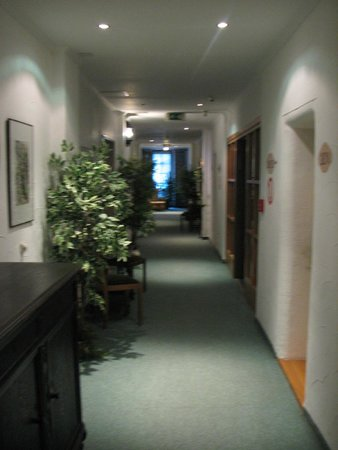 Hotel Gasthof Drei Mohren: פרוזדור שמוביל לחדר