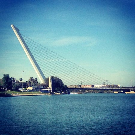 Puente del Alamillo : Beautiful example of modern art