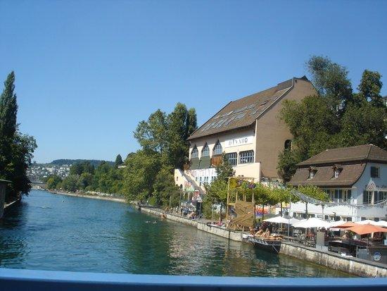 Flussbad Oberer Letten : accès, vue depuis le pont