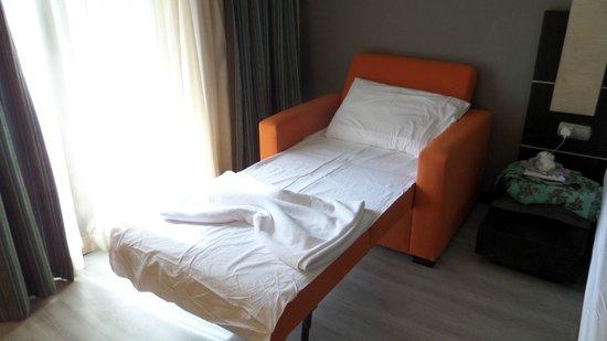 Limak Atlantis Deluxe Hotel & Resort : Single Sofa Bed