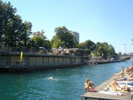 Flussbad Oberer Letten : aménagement de la rive gauche