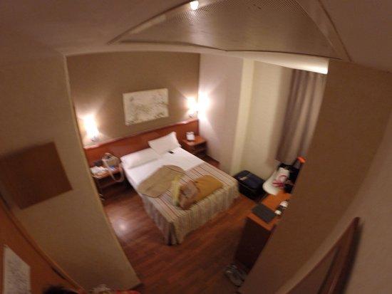 Hotel Catalonia Castellnou: Номер 16-ый.