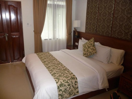 Yulia Village Inn : Bedroom - Super Deluxe