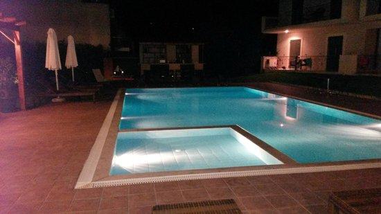 Hotel Eleana: piscina