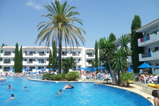 Inturotel Cala Azul Garden: Spacious and clean pool