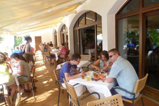 Inturotel Cala Azul Garden: Meals at the Cala Azul Park - a short walk across the road