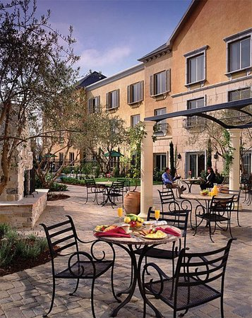 Ayres Hotel Seal Beach: Courtyard
