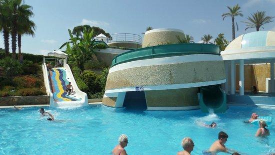 Limak Atlantis Deluxe Hotel & Resort: Pool with Slides