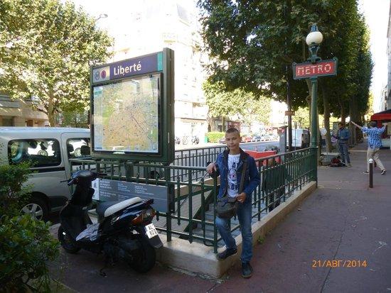 Adagio Access Paris Porte de Charenton : Вход в метро Либерте