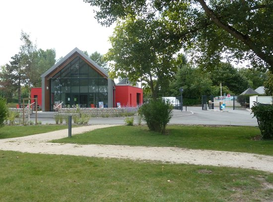 Camping Tours Val de Loire : hall d'accueil