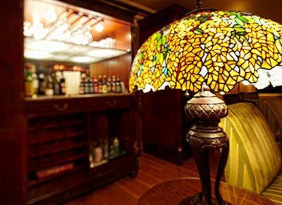 Abigail's Hotel: Tiffany lamp