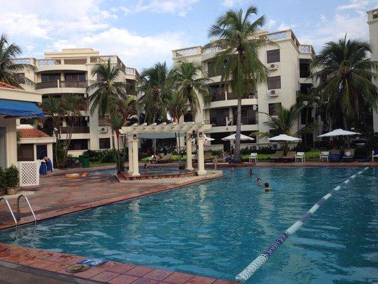 Riverside Serviced Apartments: Piscina e appartamenti