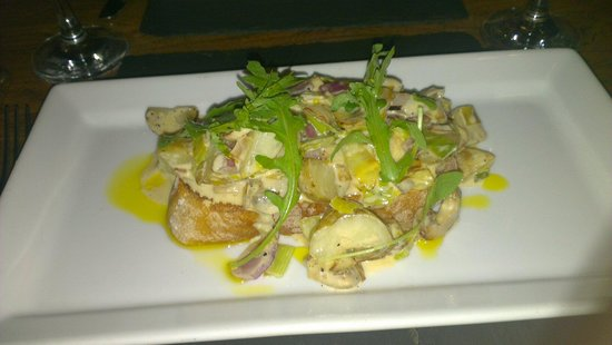 The Crown Country Inn: Potato, mushroom, leek in a white wine sauce on sourdough bread.