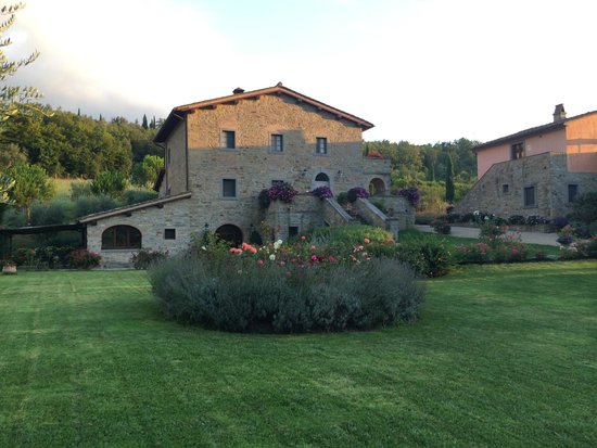 Casa Portagioia - Tuscany Bed and Breakfast: Wide view of the main villa
