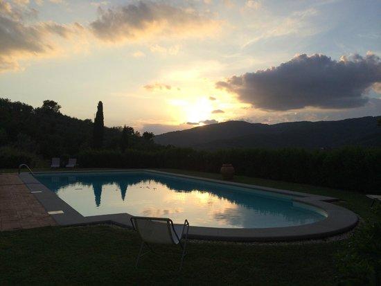 Casa Portagioia: Pool and view