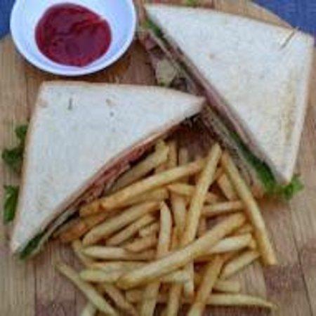 Duc Vuong Hotel: Chicken Sandwich