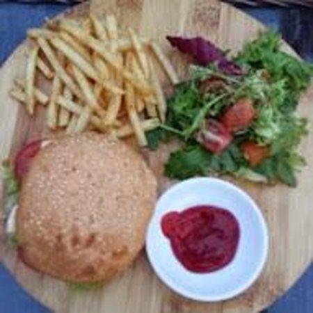 Duc Vuong Hotel: Hamburger