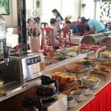 Duc Vuong Hotel: Buffet