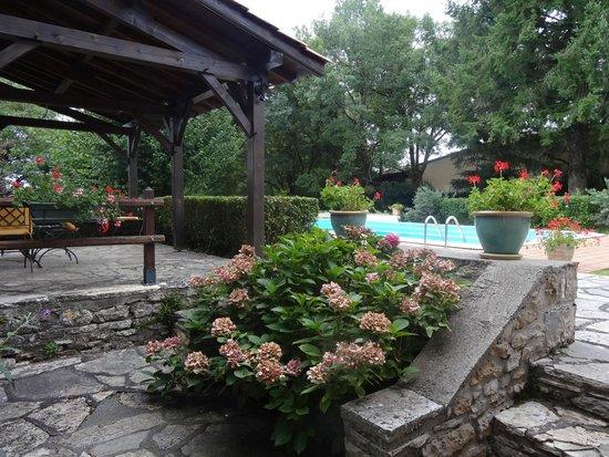 """Domaine du Cloucau : La piscine trés agréable .....vue de la chambre """" Le Pigeonnier """""""